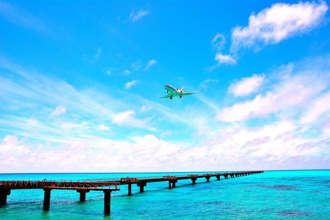 エメラルドグリーンの海とタッチアンドゴーの両方が同時に楽しめる日本で唯一のスポット!『下地島空港』