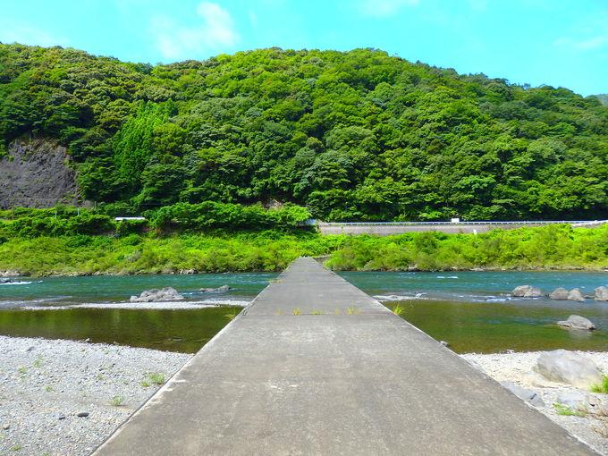 名物駅「半家」からは歩いて行ける四万十川の沈下橋も