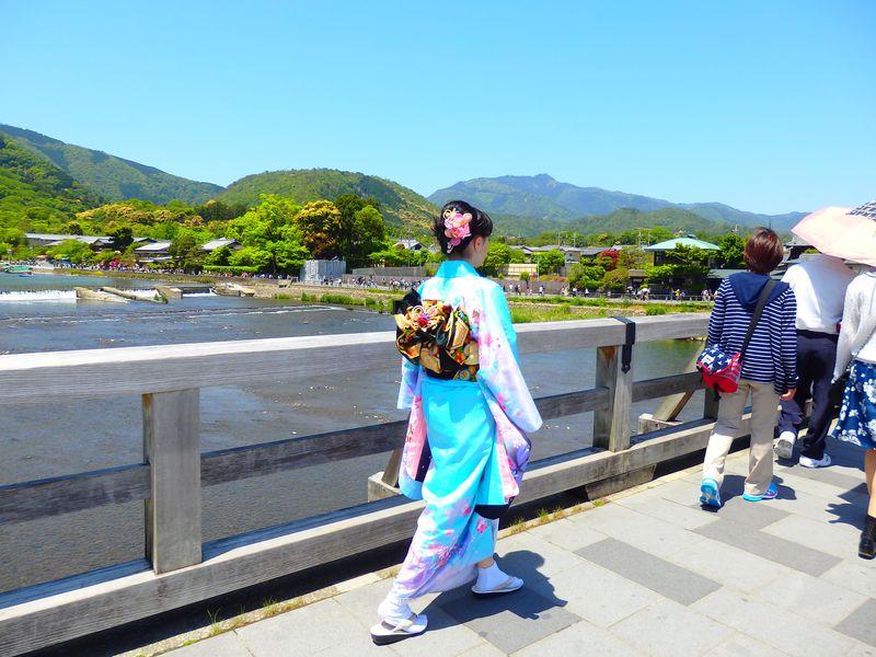 嵐山・法輪寺十三まいりは、渡月橋を振り返らずに渡り終えよ!