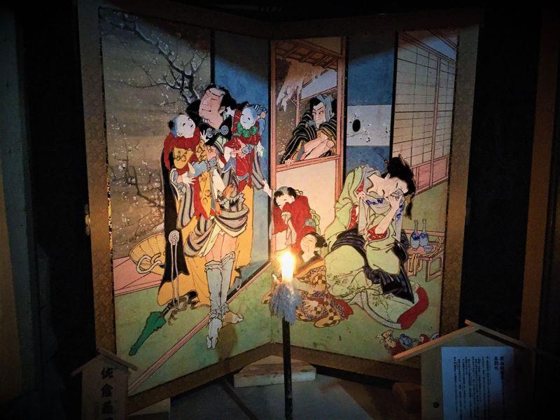 高知・土佐赤岡絵金祭りは炎に浮かぶ極彩屏風絵が凄い