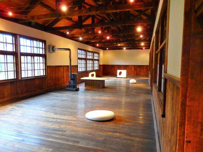 木造校舎や体育館も展示空間に