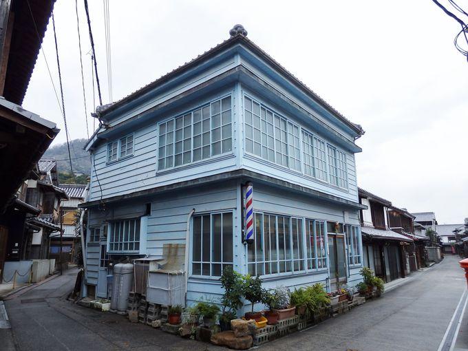 江戸、明治、大正、昭和、各時代の特徴的な建築物が混在。