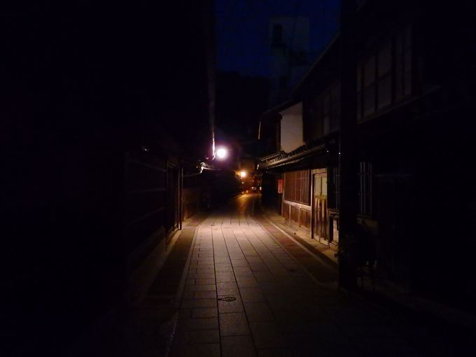 通りをつなぐ横丁で、時空を超えて迷子になってみる