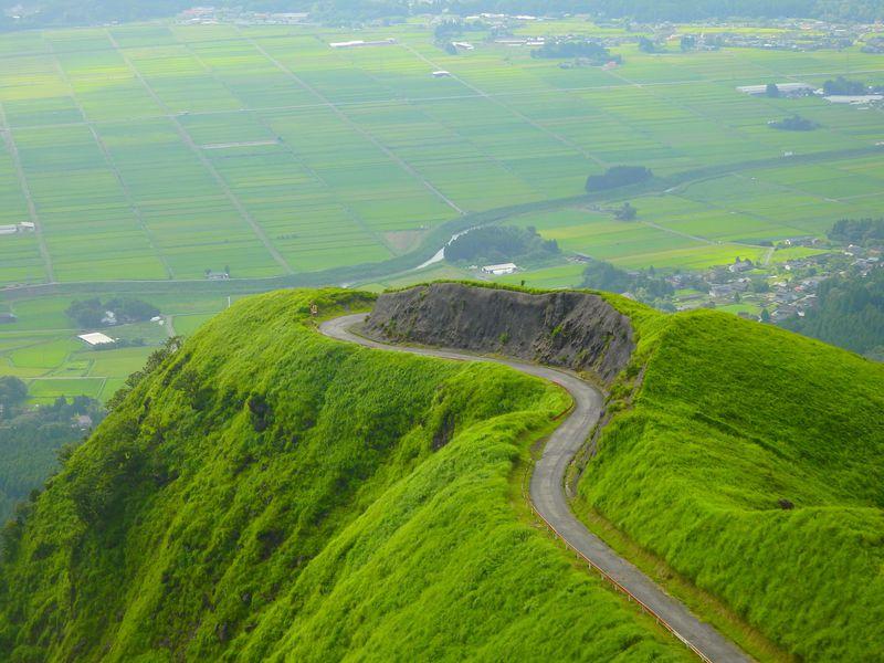 まさに天空の絶景!阿蘇ラピュタの道が美しすぎる!