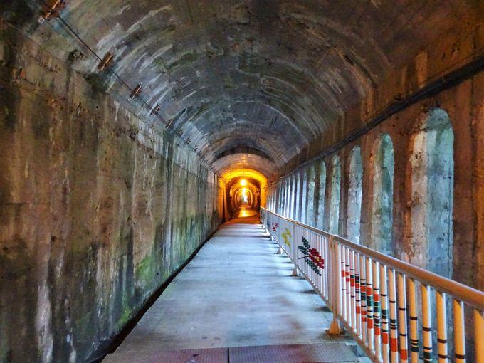 トンネル歩道で黒部の厳しい自然環境も実感