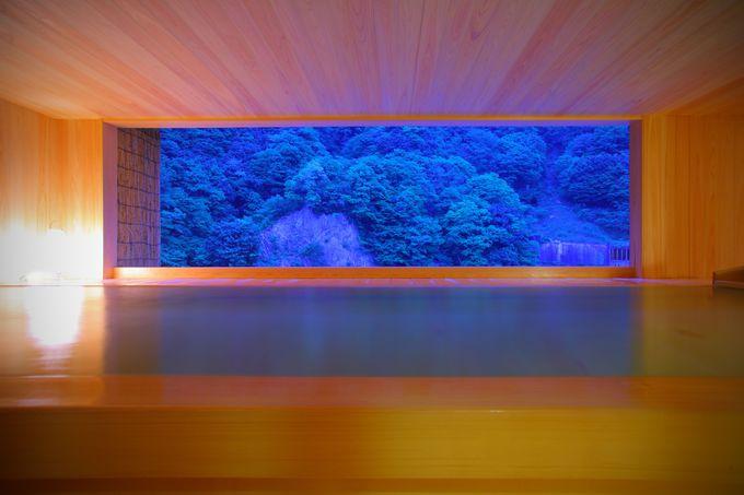 露天風呂からの眺めは、まるで額縁の中に描かれた絵画のよう
