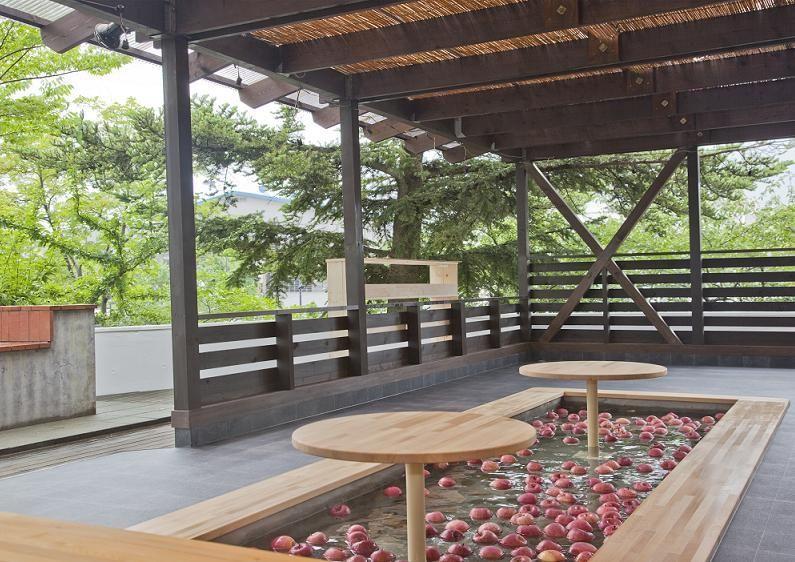 毎日新鮮なりんごを入れ替え!ホテルアップルランドの「りんご露天風呂」