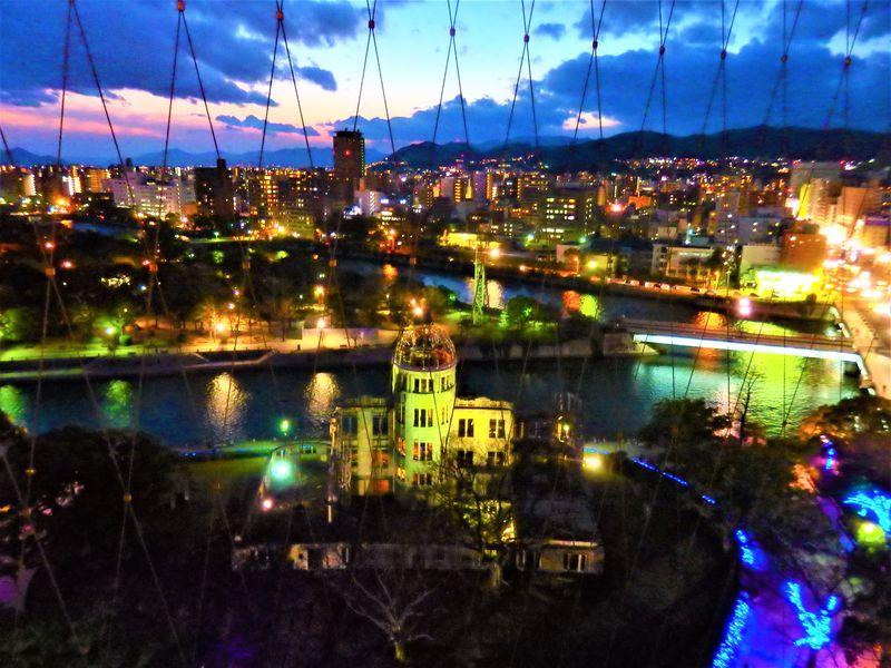 広島「おりづるタワー」は原爆ドームの夕景がスゴい!