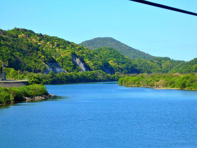 いきなり絶景!江の川の雄大な流れとともに旅する三江線