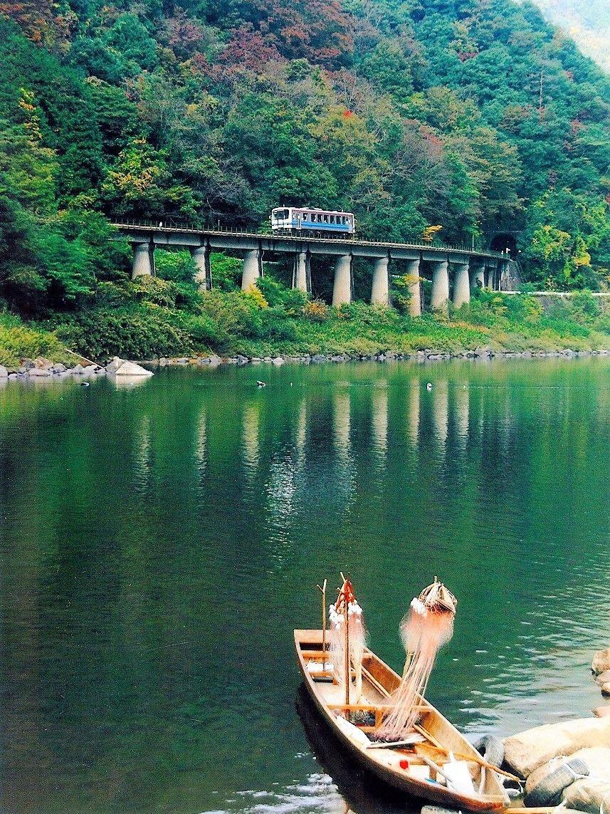 別名「江の川鉄道」、江の川の絶景ともに走る三江線
