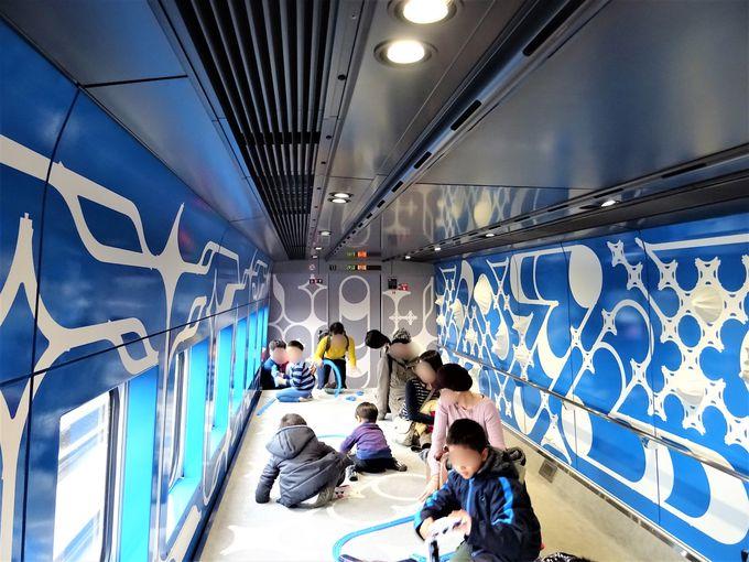 現美新幹線はインテリアもすべてアート作品