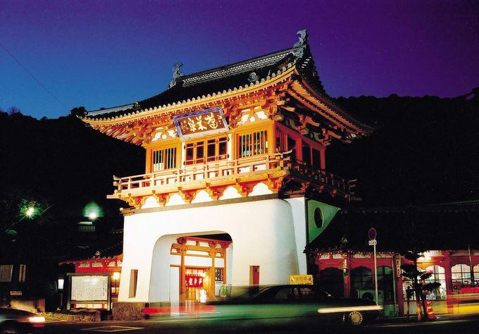 武雄温泉観光スタートは、まるで竜宮城のような武雄温泉楼門
