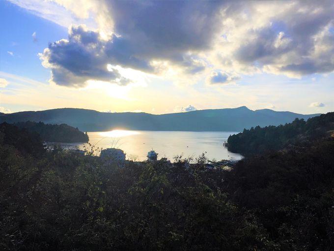 甘酒茶屋で一服すれば、芦ノ湖畔はもうすぐ!