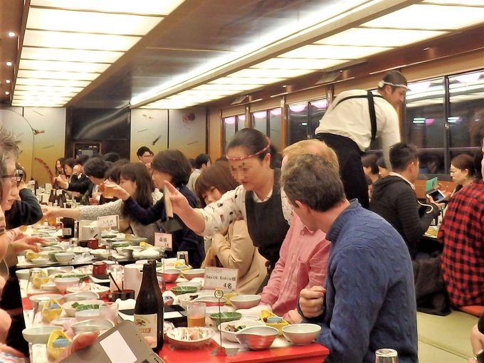 まずは船上での食を堪能。