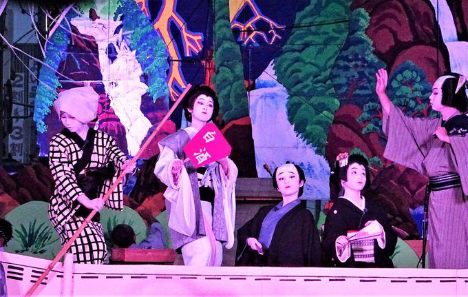 山あげ祭の野外歌舞伎は昼は灼熱、夜は妖艶。