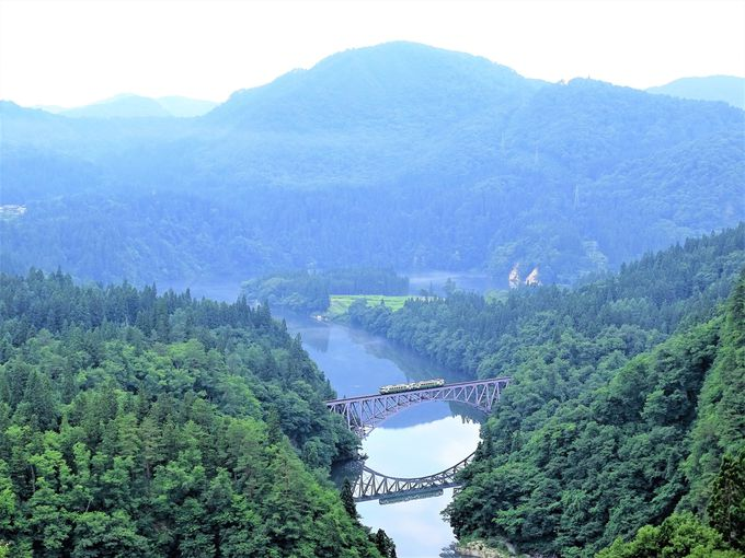 川霧も、水鏡も美しい只見川第1橋梁