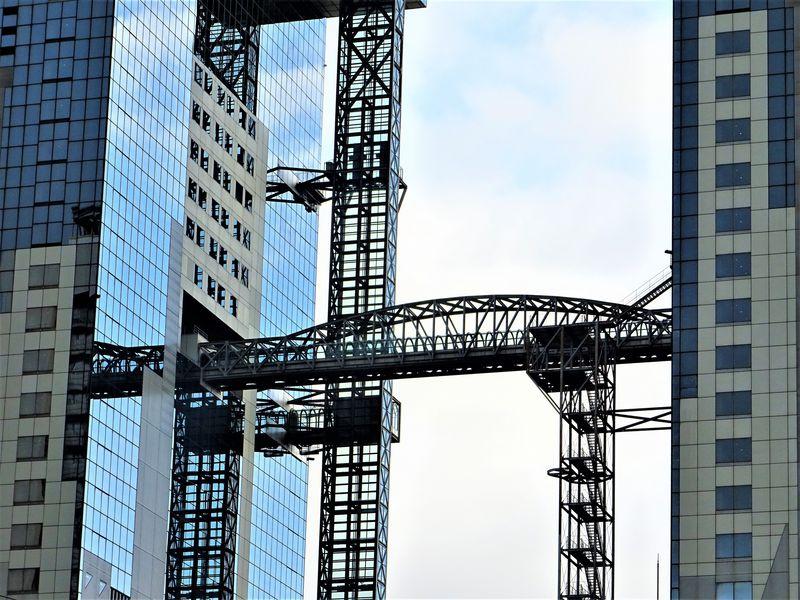 #2 梅田スカイビルは大阪を代表するランドマークタワー