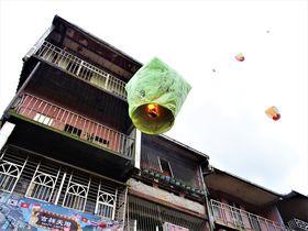 台湾で憧れのランタン飛ばし!台北から十分への行き方・遊び方