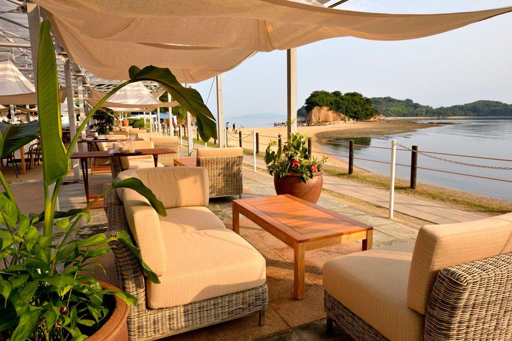 「小豆島国際ホテル」はエンジェルロード前の白亜のリゾート