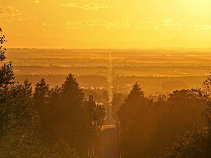 「天に続く道」は日没の時間帯がおすすめ