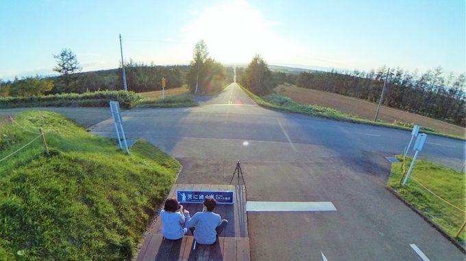 「天に続く道」は全長約28kmの直線道路
