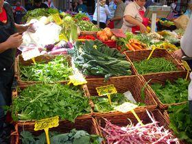 ローマのおっかあ達の台所、楽しい青空市場カンポ・デ・フィオーリ!