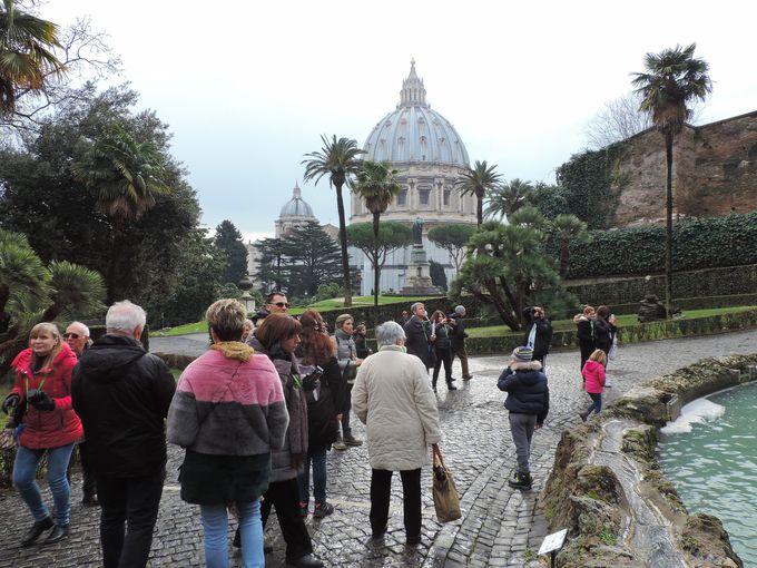 大聖堂のクーポラがここまで近くに見える場所は他になし!