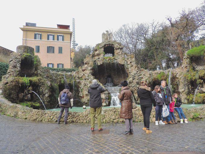 洞窟から噴水まで!バラエティ豊かなバチカンの庭園