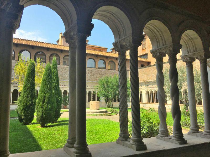 絵葉書のような回廊!ローマ「サン・ジョヴァンニ・イン・ラテラーノ大聖堂」