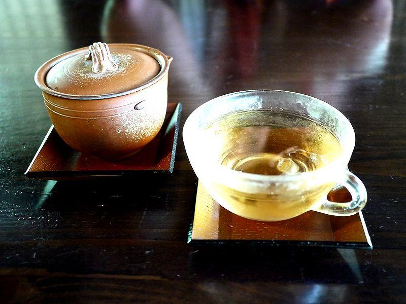 古民家喫茶 中之郷の底力を堪能できる八丈島で採れた複数入ったハーブティ、深みのあるコーヒーがうまい!