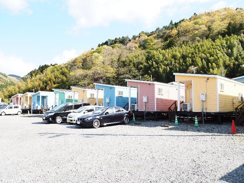 女川町に出現したカラフルなトレーラーハウスは、年間同一料金でリピーター続出中!