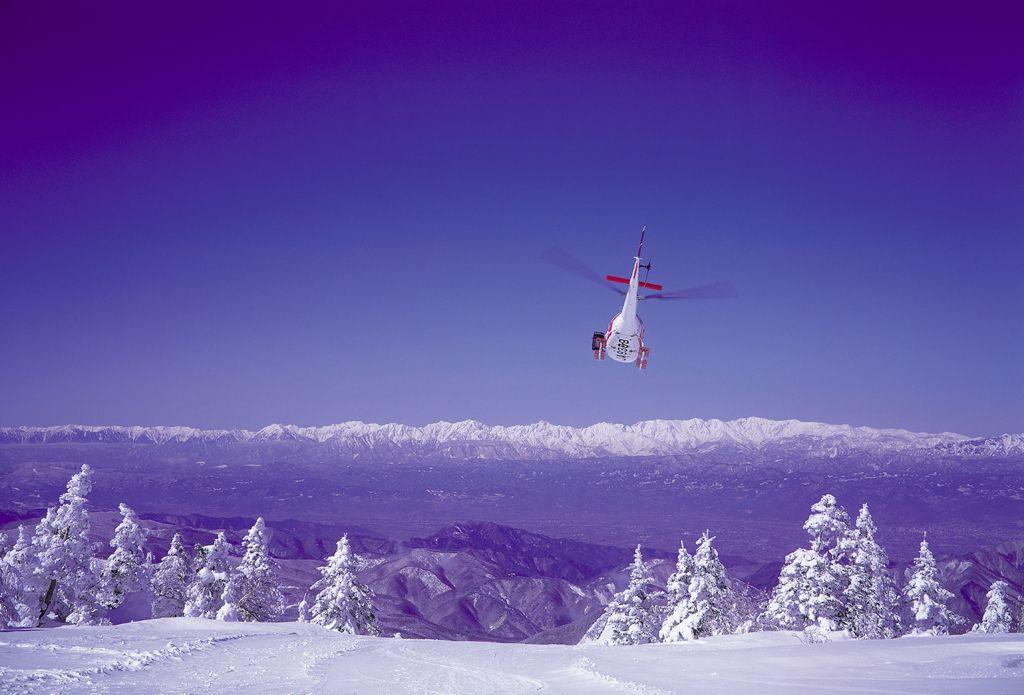 スノーキャットに乗って4kmのダウンヒルを堪能せよ!