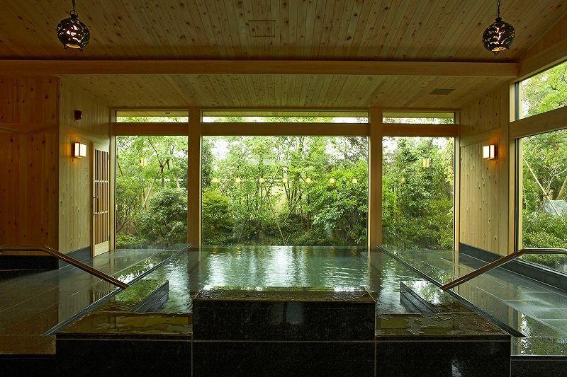 100%かけ流し温泉を楽しめる庭園大浴場