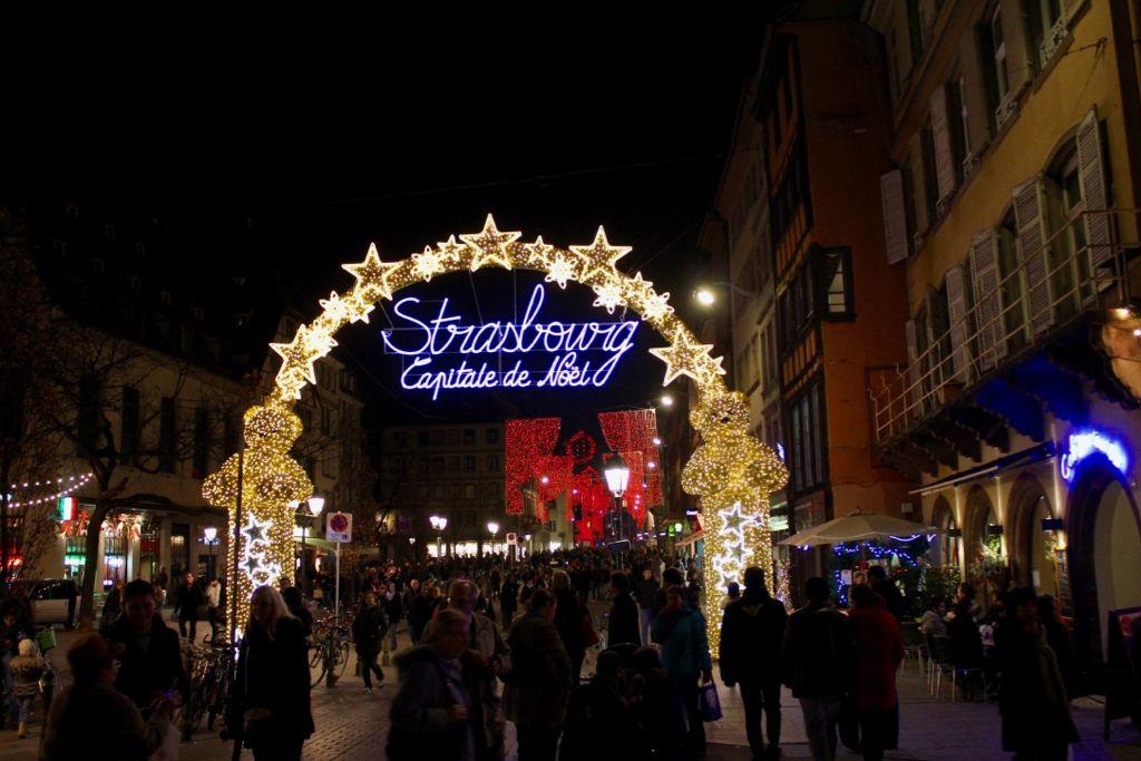 まずはアルザス地方の中心地、「クリスマスの首都」ストラスブールへ