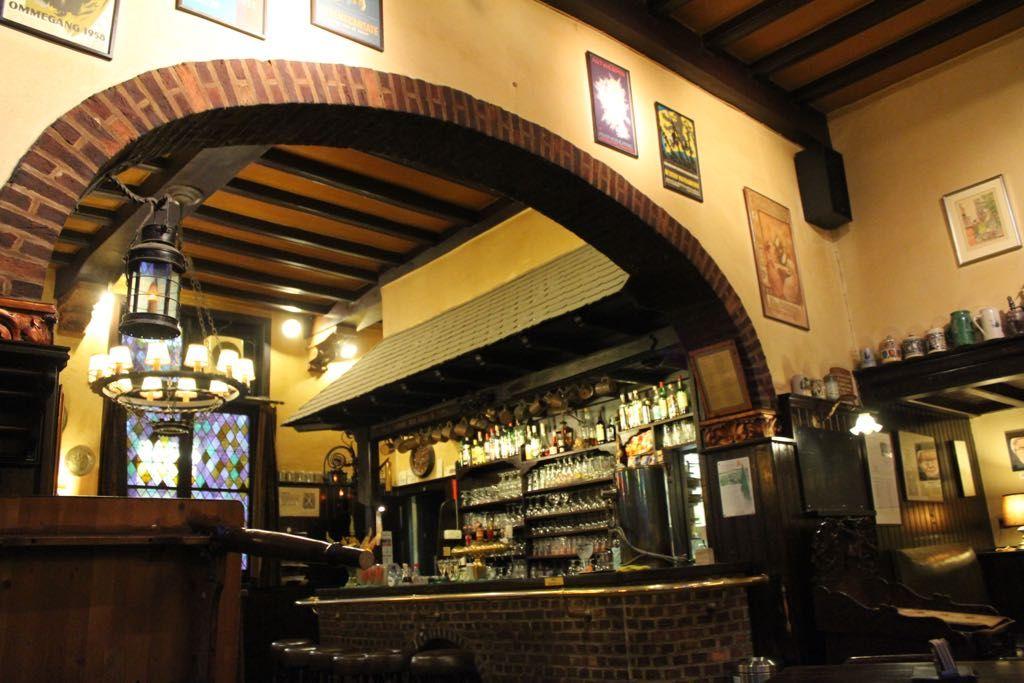 夜:夕食は地元のカフェで地元料理と地ビールでしめましょう!