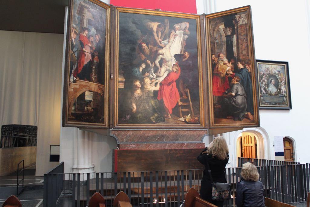 午後:次は祭壇画が素晴らしい聖母大聖堂へ