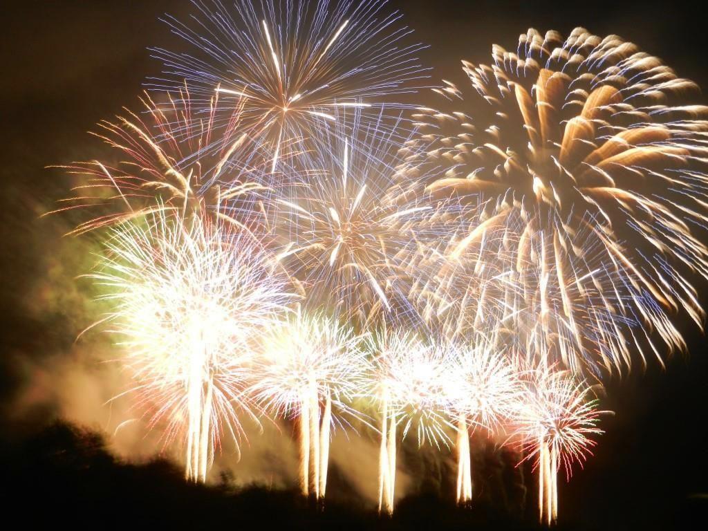 勝毎花火大会の見どころ(1)光と音楽と炎の花火ショー