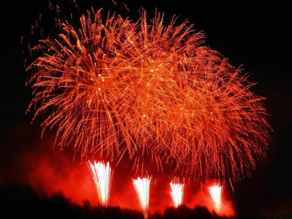 勝毎花火大会の見どころ(2)熱い実況と一緒に盛り上がれ!