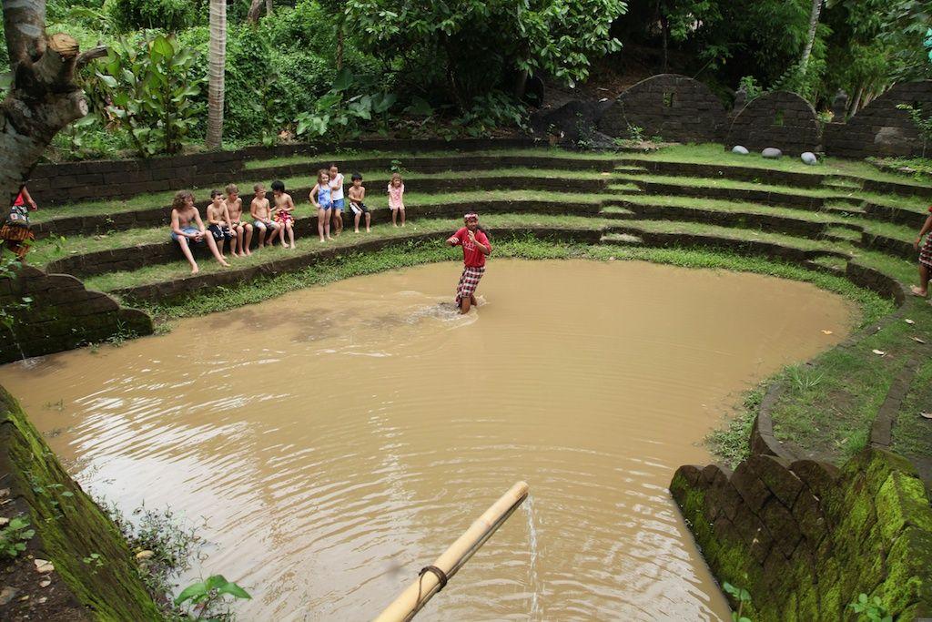 子供達も大好き!名物の泥プール&川のプール