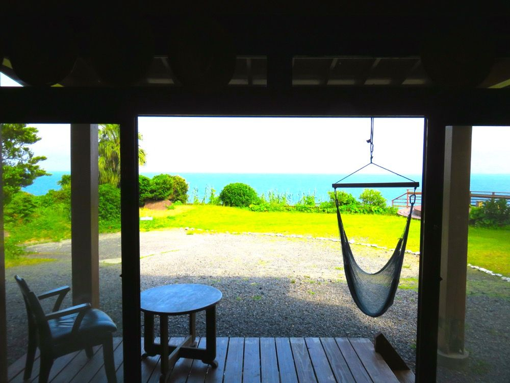 青い海が広がるナチュラルな宿・屋久島「モスオーシャンハウス」