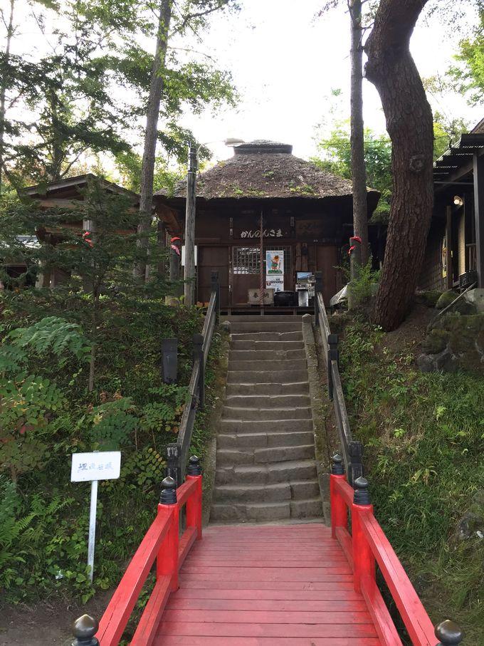 鎌原観音堂の階段から、かつて村が埋まったことを実感する。