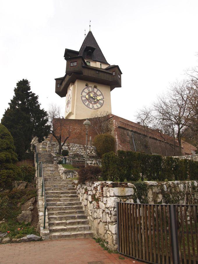 グラーツ市民が守った時計塔は丘のシンボル!