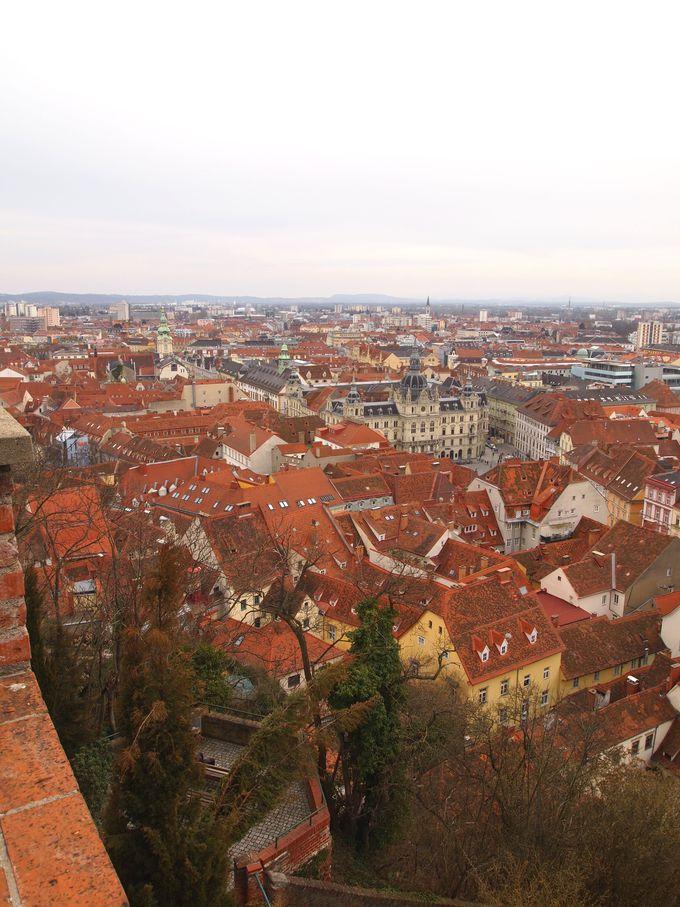 グラーツの街を一望できるのがシュロスベルクの丘。