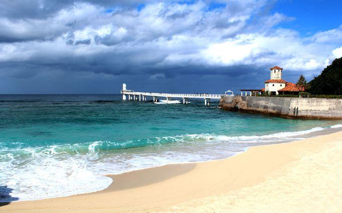 評価が高いビーチが目の前にある「ザ・ブセナテラス」
