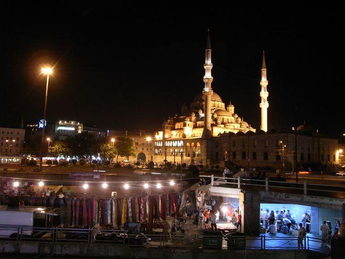 夜景も楽しめる橋のレストラン