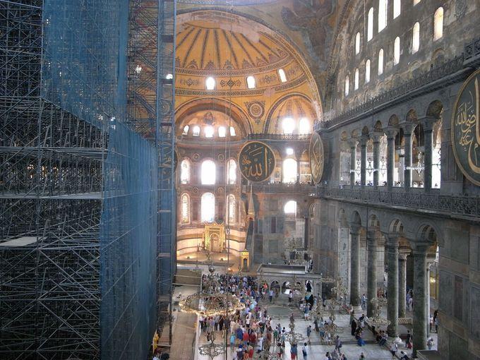 巨大なドームが覆う、空前絶後の大建築