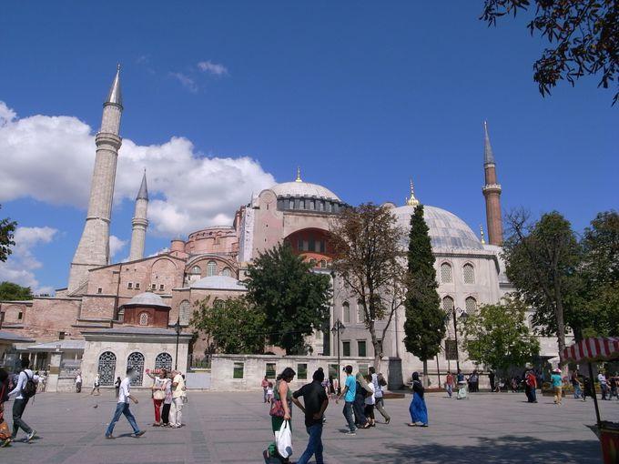 キリスト教の大聖堂からイスラム教のモスクへ