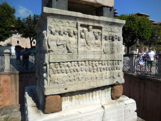 台座に刻まれたテオドシウス大帝