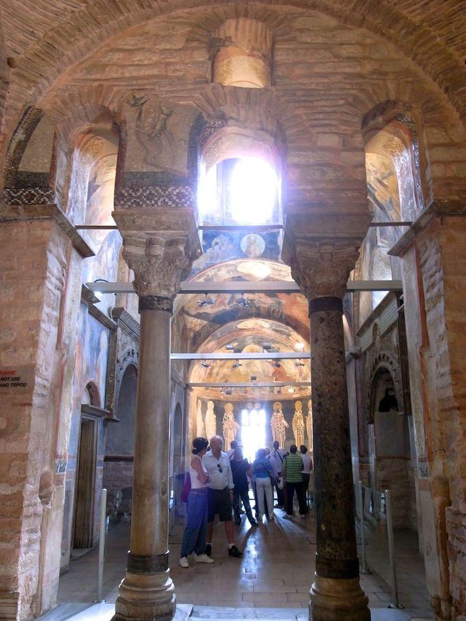 フレスコ画で満たされた礼拝堂
