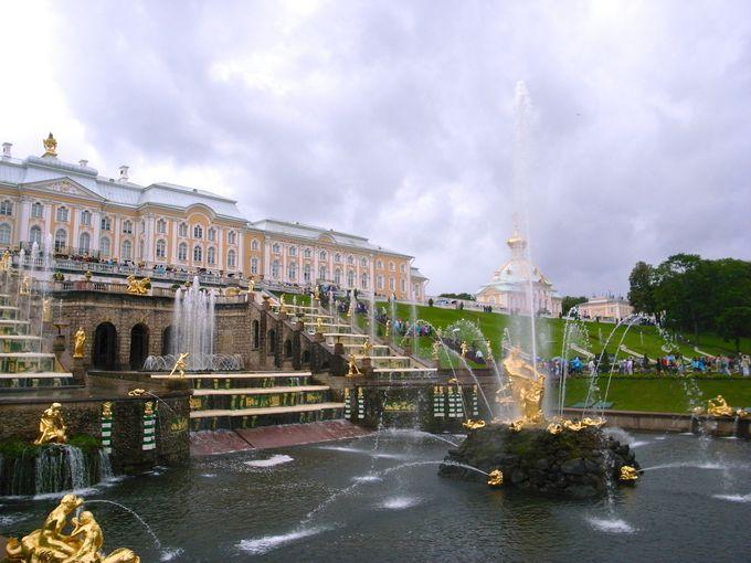 夏の宮殿のシンボル、大滝とサムソン像